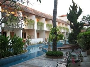 Tampak bangunan Hotel view kearah Kolam Renang.